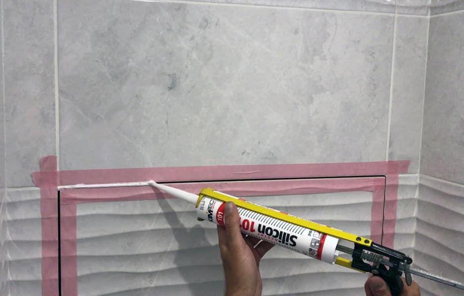 обработать зазор по периметру дверцы силиконовым герметиком